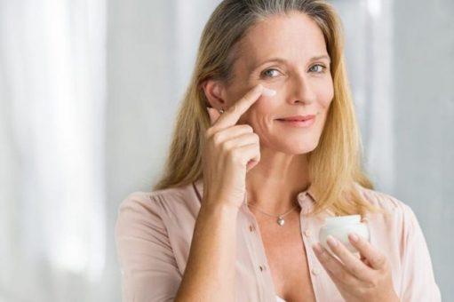 8 legjobb arc-ránctalanító arckrém hatóanyagok