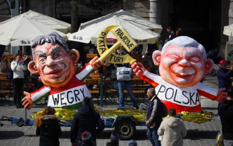 A magyar és lengyel kihívás létválságba taszíthatja az EU-t - A földrész politikai együttműködését érte merész támadás