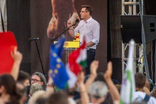 A tüntetés Magyarország szuverenitásának sunyi kiárusítása ellen történt