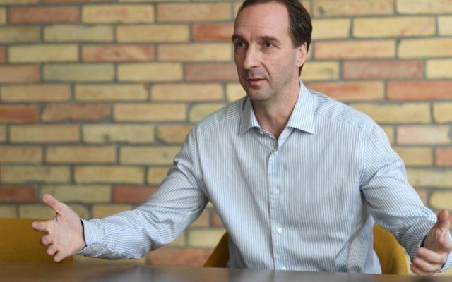 DK-n és a Jobbikon áll, hogy lesz-e kormányváltás, -Oszkó Péter