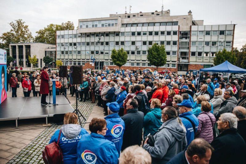 Dobrev Klára Tatabányára látogatott: Tüntetésen nem jöttek össze emberek annyian, mint ahányan Dobrev Klárára kiváncsiak