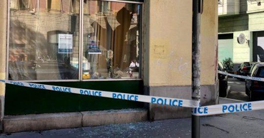 Egy férfi kővel dobta be a ferencvárosi Fidesz-iroda ablakát