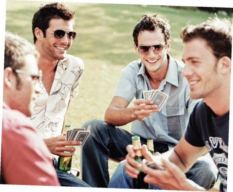 Hosszú élet, egészséges élet, hosszú boldog élet, baráti társasággal,