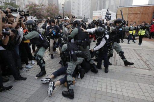 Kina beszél demokráciárol, de Hongkongba bevezeti diktatórikus rémuralmat