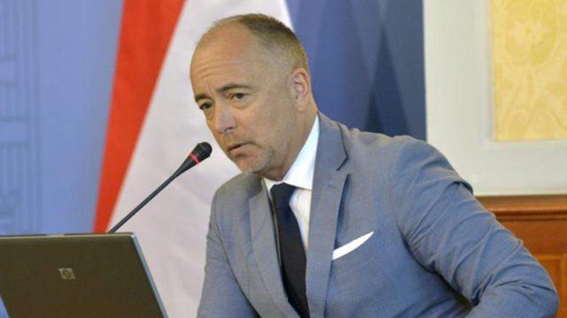 Kirúgták a legújabb orgiázó fideszes nagykövetet