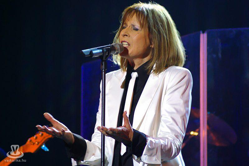 Koncz Zsuzsa életrajz, Koncz Zsuzsa énekesnő, popslágerek, retró-slágerek.