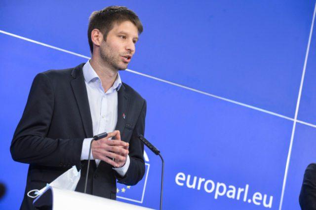 Magyar és a lengyel vezetés ellentét EU-al, a folyamat egész unió létét fenyegeti