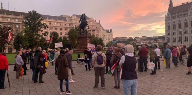 Tüntettek a Kossuth téren a fideszes szavazók Gyurcsány ellen! Bődületes tömeg alakult ki!