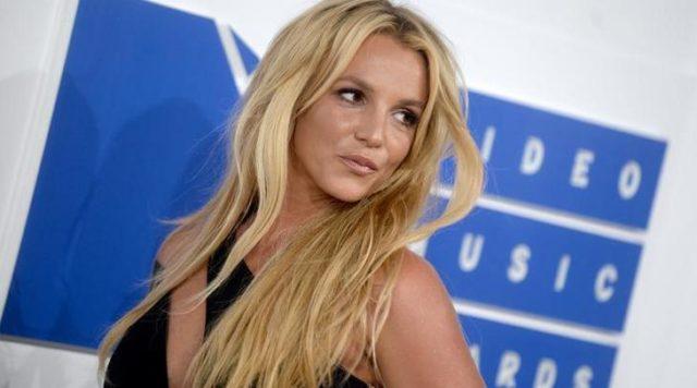 Csupaszon mutogatja magát Britney Spears - fotó