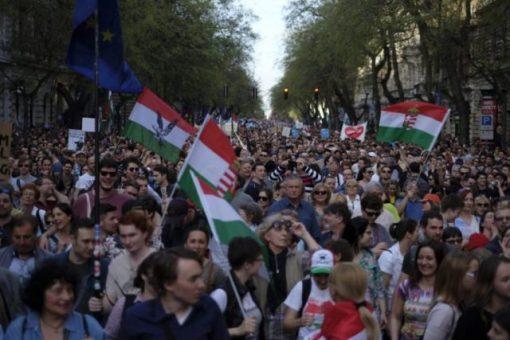 egy elvesztett választást nem viselne el a Fidesz, és békétlenségbe, kaotikus állapotokba sodorná az országot.