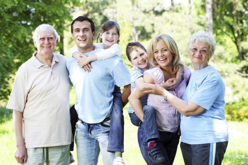 fiatalság megőrzése, öregedés ellen, idősödés egészségesen, teljes család