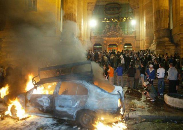 """A """"jóságos"""" kormány kártérítést kínál a 2006-os rendőri fellépés áldozatainak - Fidesz zavargások korabeli képekkel, TV székház felgyújtása (erről nem esik szó)"""