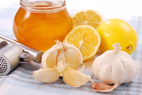 megfázás, meghűlés, természetes gyógykezelése. méz-tea, citromos tea, fokhagyma gyógyhatása