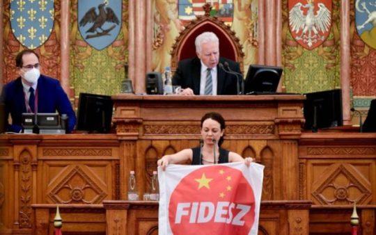 """megszavazta a parlament a két """"Fudan-törvényt"""""""