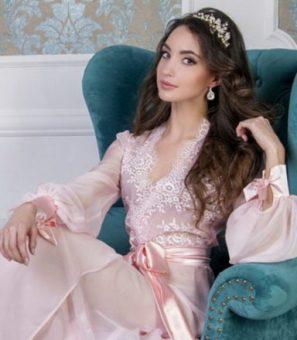 Női divat fehérnemű bemutató - Szexis lányok hálóruhában csodálatos fehérnemű divat bemutató