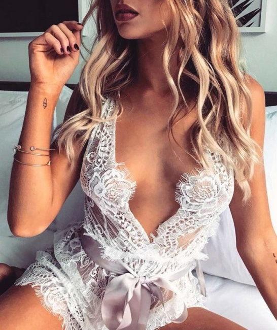 Női divat fehérnemű bemutató - Szexis lányok, csodálatos fehérneműk