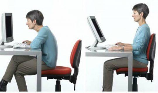 rossz ülés, jó ülés számítógép előtt erős gerinc és visszér és stressz problémákat okoznak