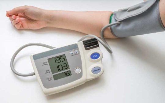 vérnyomás méréssel időben észleli a cselekvést