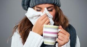 megfázás meghűlés, természetes kezelése. mézes tea, citrom, fokhagyma gyógyítóhatású